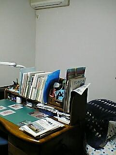 近くのコンビニがもうすぐ閉店で、レポート用紙が一個52円で売ってた!